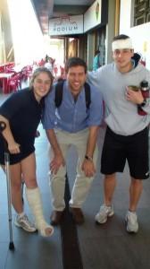 Liga Universitaria de Deportes médico y dos pacientes en Juegos Unisinos, Brasil